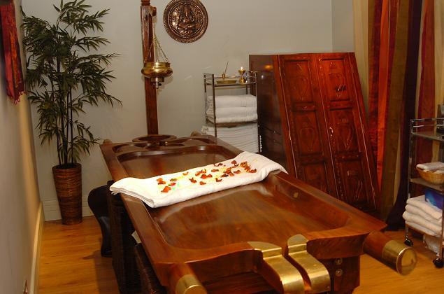 Lettino Per Massaggio Ayurvedico.Shirodhara